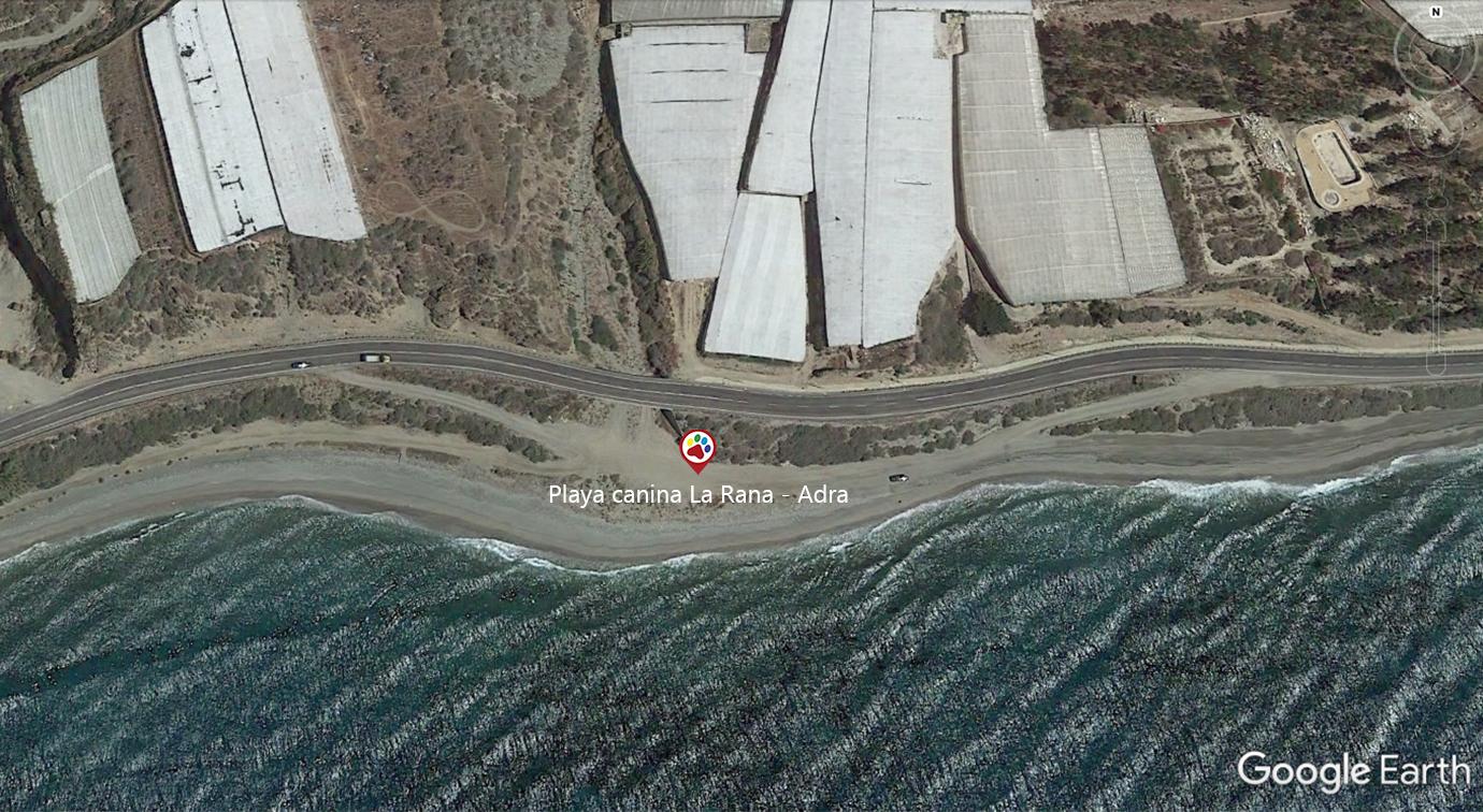 Vista aérea de la playa para perros Playa la Rana en Adra - Almería